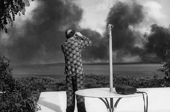 Piersza fala japońskiego ataku. Fot. Kelso Daly (za LIFE)