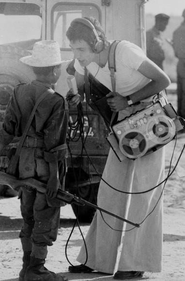 Czternastoletni uczestnik walk w Angoli udziela wywiadu. 1976 r. Fot. Clive Limpkin (za clivelimpkin.com)