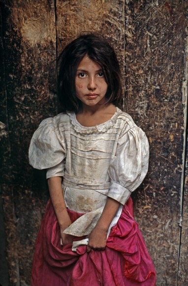 Dziewczynka na ulicy Kabulu, 1992 r. Fot. Steve McCurry (za picasaweb)