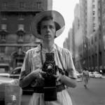 Vivian Maier, jej miasto i jej Rolleiflex - autoportret. (fot. za vivianmaier.com)