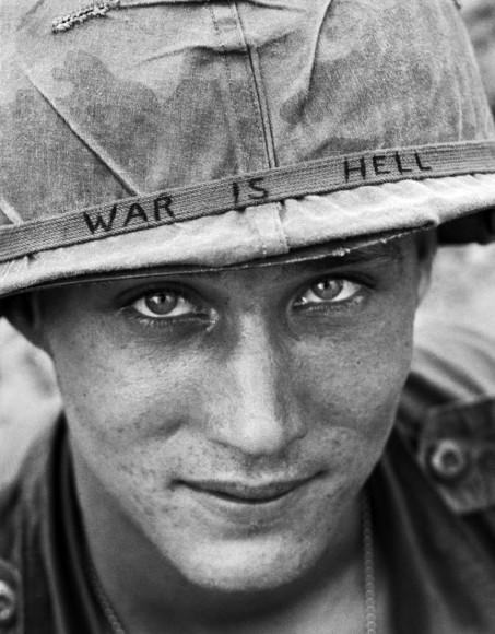 War Is Hell - portret spadochroniarza. Fot. Horst Faas/AP (za denverpost.com)