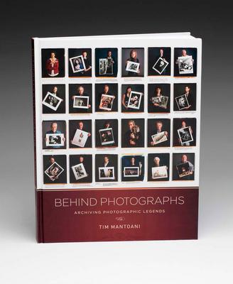 "Okadka albumu ""Behind Photographs"""