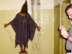 Zdjęcie wykonane przez świadka 4 listopada 2003 r. w Abu Gharib w Iraku.