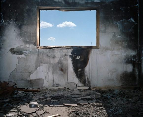 """To był pokój dziecięcy w domu Mahmouda Dardona. Z cyklu """"Gaza - straszne miasto"""". fot. Heinrich Völkel (za bildwerk3.de)"""
