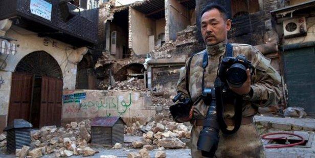 Japoński turysta z aparatem