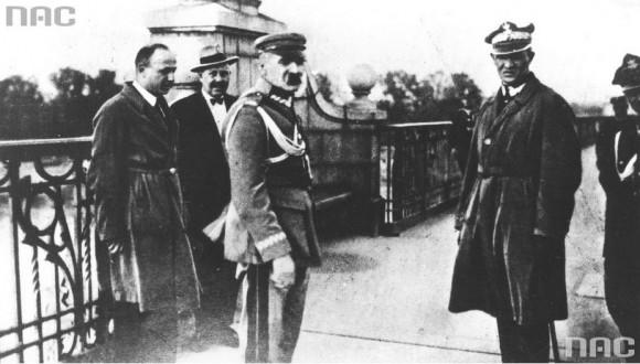 Jedno z najsłynniejszych zdjęć Fuksa - Józef Piłsudski na Moście Poniatowskiego w Warszawie, przewrót majowy 1926 r. (fot. Marian Fuks, Archiwum IKC, za NAC)